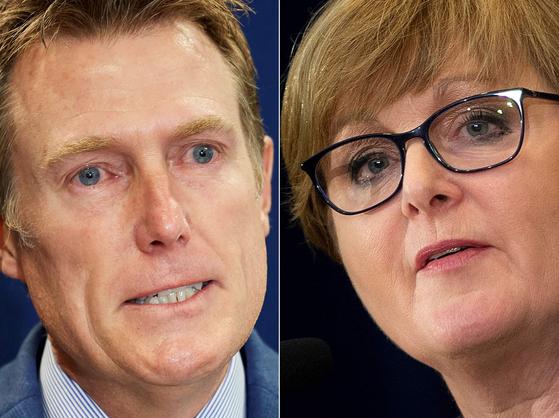 호주 정가를 뒤흔든 성폭행 스캔들과 관련, 크리스천 포터(왼쪽) 법무장관과 린다 레이놀즈(오른쪽) 국방장관이 장관직에서 지난 29일 물러났다. 다만 해임된 두 장관은 강등되는 형태로 정부에 남을 예정이다. 레이놀즈 장관은 정부 서비스, 포터 장관은 산업·과학·기술 프로젝트를 맡게 된다. [AFP=연합뉴스]