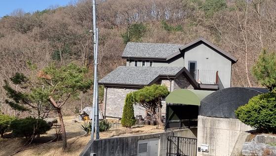 세종시 전동면 미곡리에 있는 이해찬 전 더불어민주당 대표의 집. 이 전 대표는 2012년 12월 농지를 매입한 뒤 2015년 일부를 대지로 전환하고 2층짜리 집을 지었다. 김방현 기자