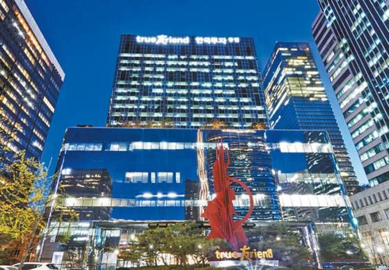 퇴직연금 계좌 이동이 본격화한 가운데 한국투자증권의 성과가 돋보인다. 지난해 IRP 수익률이 7.57%로 증권사 평균을 크게 웃돌았다. [사진 한국투자증권]