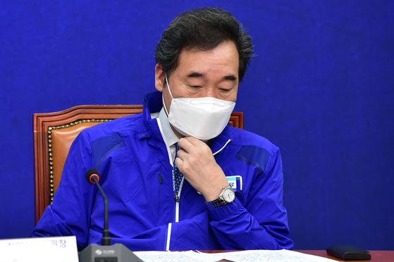이낙연 더불어민주당 상임선대위원장이 지난 29일 오전 국회에서 열린 중앙선대위 회의에서 생각에 잠겨있다. 오종택 기자