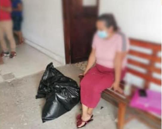 멕시코에서 지난해 4월 실종됐다 11개월만에 발견된 엘라디오 아기레 차블레의 시신을 현지 검찰당국은 쓰레기 수거에 주로 사용되는 검정색 비닐봉지에 담아 엄마에게 전달했다. ['수색 중인 엄마들' 페이스북 캡처]