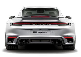 깜짝 놀랄 성능으로 심사 현장을 뜨겁게 달궜던 포르쉐 911 터보 S.