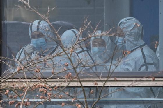지난 2월 2일 중국 우한 동물질병센터를 방문한 WHO 조사팀. [AFP=연합뉴스]