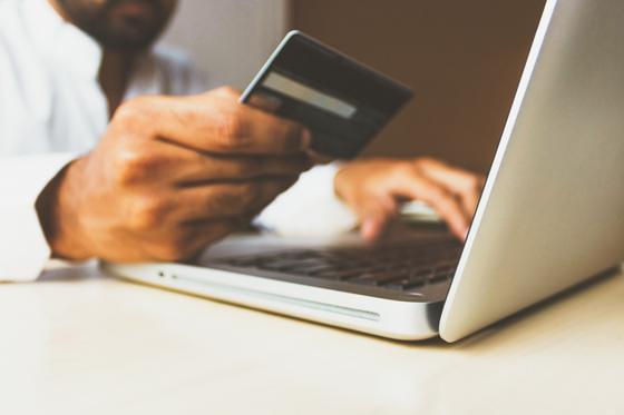신용카드 실적에 따른 할인에 혹해 신용카드를 만들어본 경험이 많다. [사진 unsplash]