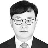 김성배 전 국가정보원 해외정보국장·국가안보전략연구원 수석연구위원
