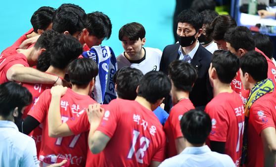 2일 시즌 최종전에 패해 봄배구 진출에 실패한 프로배구 한국전력. [사진 한국배구연맹]