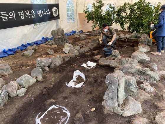 지난달 31일 제주 서귀포시 표선면 가시리 제주4·3 유해발굴 현장. 최충일 기자