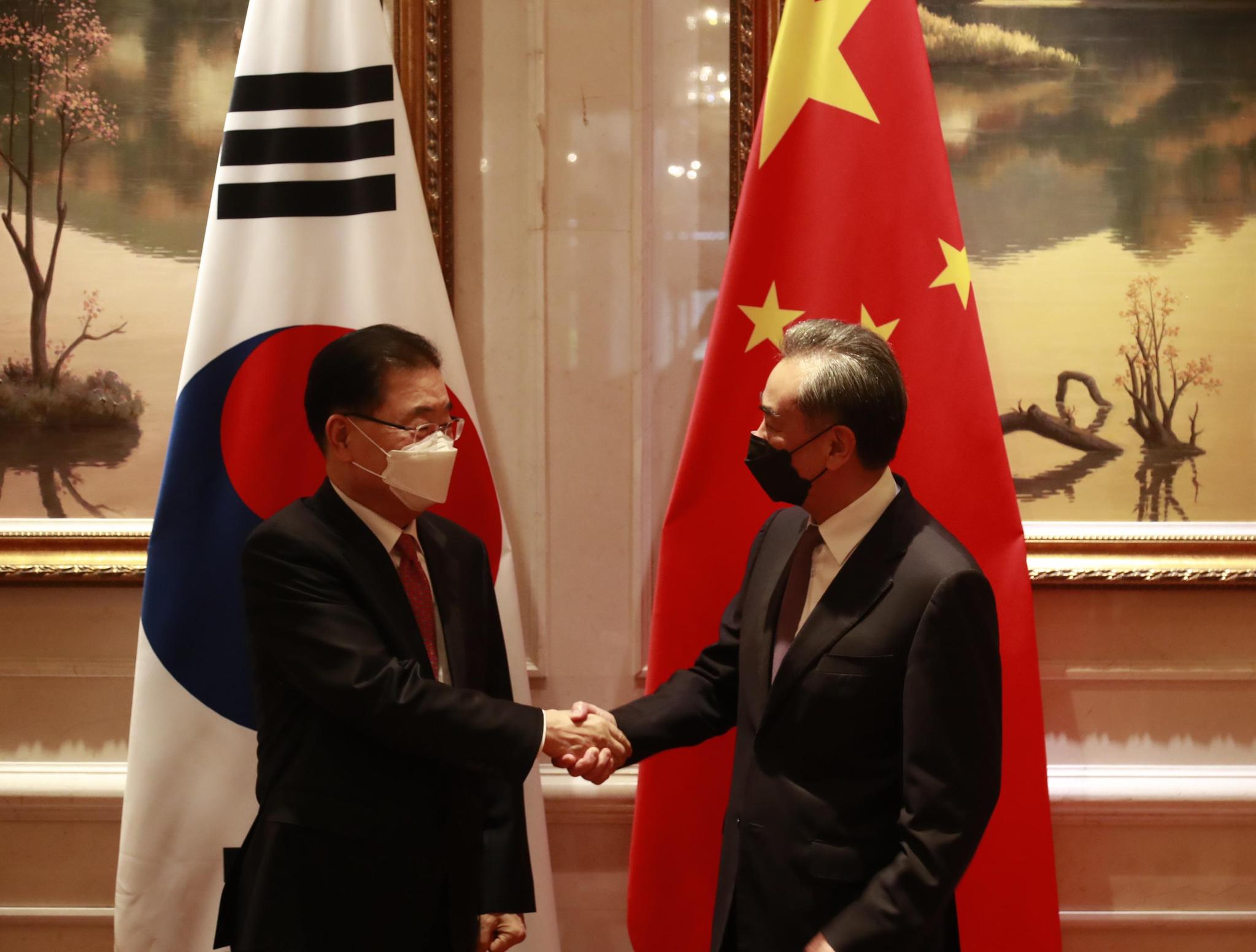 한중 외교 부장관, 시진핑 방한 재확인 … '대한민국 정부 철거'에 대한 중국의 원칙적 답변