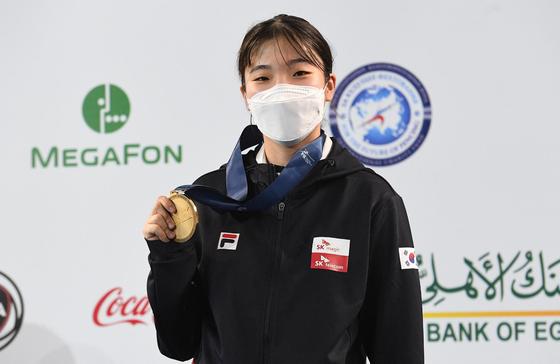 펜싱 세계선수권 여자 사브르 청소년부 우승자 전하영. [사진 대한펜싱협회]