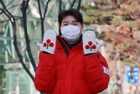 사랑의 열매 홍보대사 방송인 박수홍이 지난해 12월 1일 오후 서울시청 광장에서 열린 '사랑의열매, 희망 2021 나눔 캠페인 출범식'에 참석해 기념촬영을 하고 있다. 뉴시스