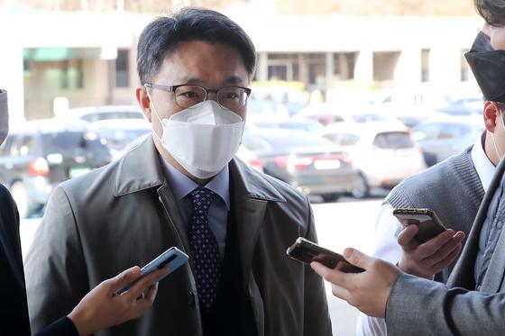 4월 1일 오전 김진욱 고위공직자범죄수사처 처장 출근하며 기자들의 질문을 받고 있다. 뉴스1