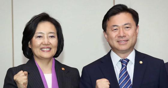더불어민주당 박영선 서울시장 후보(왼쪽)과 김영춘 부산시장 후보. 연합뉴스