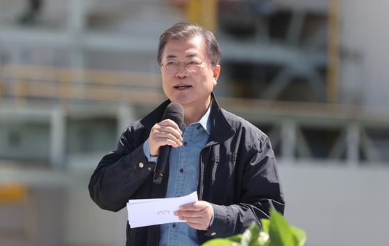 """文, 서울 식목일 행사 … """"도시 숲의 증가는 미세 먼지의 척도"""