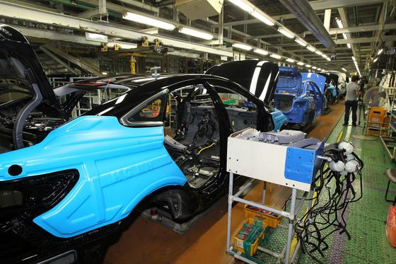 '반도체 부족'확산, 그랜저 생산 현대 자동차 아산 공장 폐쇄