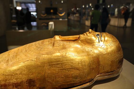 4월 3일 22구의 미라가 옮겨간 이집트 카이로의 이집트 문명 박물관에 전시된 미라 관 두껑의 모습. 신화=연합뉴스