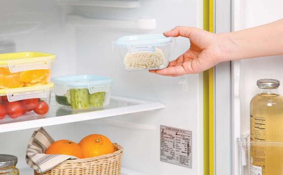 밥을 1~4도의 냉장실에 12시간 보관한 뒤 섭취하면 저항성 전분 함량이 높아져 체중 감량과 만성질환 예방에 도움된다.