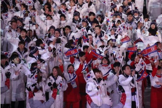2018 평창올림픽 당시 폐회식에서 남북한 선수단이 입장하고 있는 모습. 연합뉴스