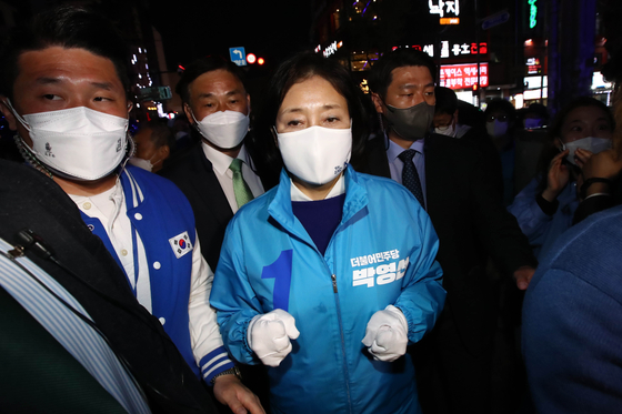 더불어민주당 박영선 서울시장 후보가 6일 서울 마포구 상상마당 인근에서 열린 집중유세에 참석하고 있다. 국회사진기자단