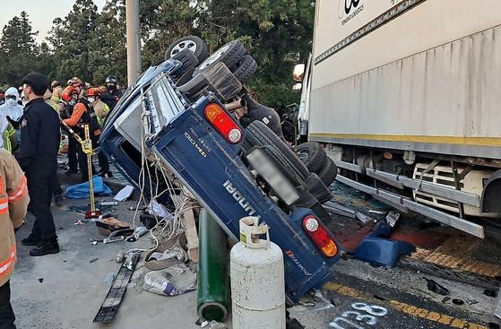6일 오후 5시59분 제주시 아라일동 제주대 입구 사거리에서 산천단서 주행 중이던 4.5톤 화물차가 맞은 편 시내버스 2대와 1톤 트럭을 잇따라 들이받아 4명이 숨지고 40여 명이 부상을 입었다. 뉴스1