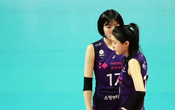 흥국생명의 쌍둥이 자매 이다영(왼쪽)과 이재영. 연합뉴스