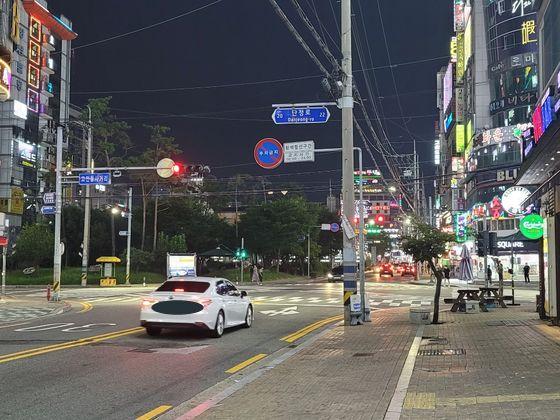 코로나19에 확진된 유흥업소 종사자가 일했던 창원 상남동 유흥가 모습. 위성욱 기자