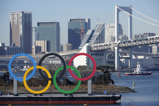일본 도쿄 오다이바에 설치된 대형 오륜마크. [EPA=연합뉴스]
