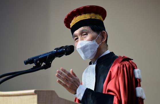 이광형 한국과학기술원(KAIST) 총장이 대전 카이스트 대강당에서 열린 취임식에서 취임사를 하고 있다. [사진 김성태 프리랜서]