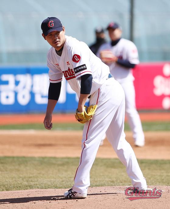 3월 22일 시범경기 선발로 나온 노경은이 역투하고 있다. 롯데 제공
