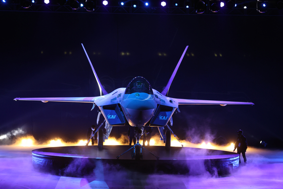 9일 한국항공우주산업(KAI) 고정익동에서 열린 한국형 전투기 보라매(KF-21) 시제기 출고식이 열리고 있다. [사진 청와대사진기자단]