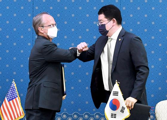 '한·미 방위비협정' 정식 서명