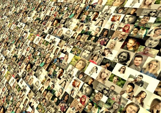 평범한 일상의 카톡 대화를 보면서 젊은 세대의 취향이나 생활 습관뿐 아니라 그들의 시야에서 보이는 세상의 윤곽을 파악할 수 있었고 자리 잡지 못한 세대의 고뇌도 엿볼 수 있었다. [사진 pixabay]