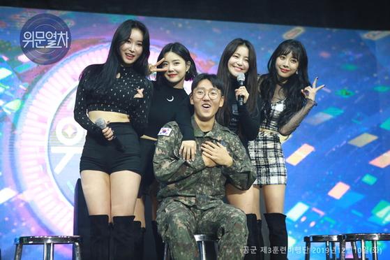 2019년 12월 공군 3훈련비행단 무대에 오른 브레이브걸스 국방TV