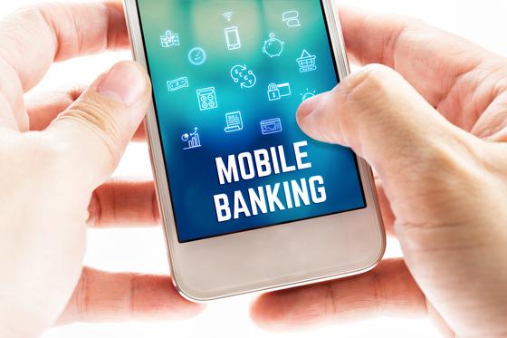 국내 금융지주사들이 금융당국의 허가를 전제로 카카오뱅크 같은 인터넷전문은행 설립을 검토하고 있다. 셔터스톡