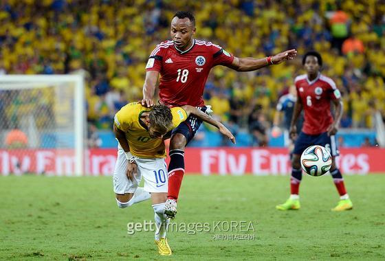 2014 브라질월드컵 8강전에서 수니가의 가격으로 네이마르가 치명적인 척추 골절 부상을 입었다. 사진 = gettyimages