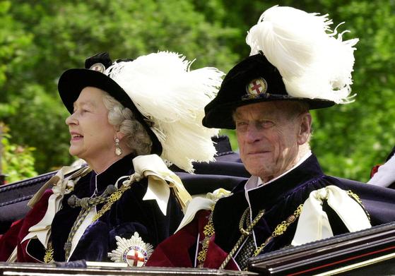 영국 엘리자베스 2세 여왕(왼쪽)과 그의 남편 고(故) 필립 공. 로이터=연합뉴스