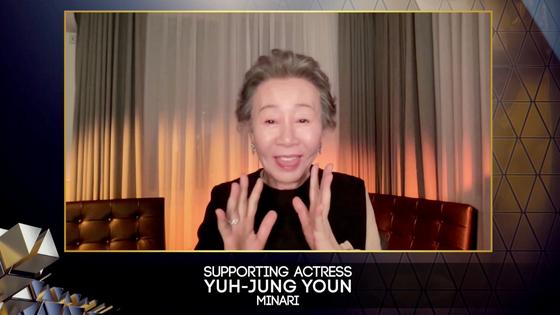 11일(현지시간) 화상으로 중계된 제74회 영국 아카데미(BAFTA) 시상식에서 영화 '미나리'로 여우조연상 수상자에 호명된 배우 윤여정이 활짝 웃으며 기뻐하는 모습. [연합뉴스]