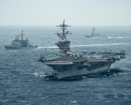 미국 해군 시어도어 루스벨트 항공모함 전단이 이달 5일(현지시간) 남중국해에서 항행했다. [사진 미 해군]