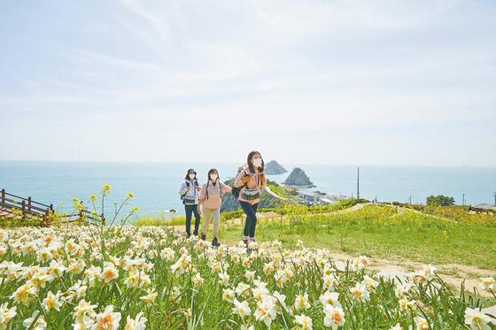 건강한 걷기 여행 문화 확산을 위해 아이더는   '아이더로드4500' 캠페인을 전개하고 있다.