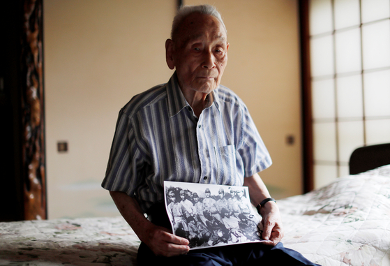 한국인 2차대전 전범 가운데 마지막 생존자인 이학래씨가 96세를 일기로 지난달 28일 눈을 감았다. 그는 마지막 순간까지 일본 정부의 사죄와 보상을 요구했다. 사진은 지난해 언론 인터뷰에 응한 모습.[로이터 연합]