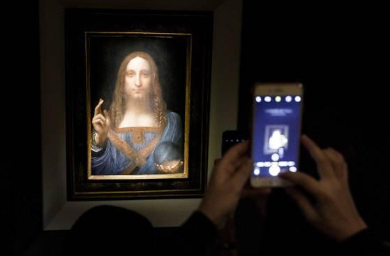 프랑스와 사우디아라비아의 의견 차이로 레오나르도 다 빈치의 회화 '살바토르 문디'의 2019년 파리 전시가 무산됐다고 뉴욕타임스가 11일 보도했다. [EPA=연합뉴스]
