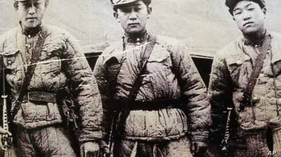 6·25전쟁 당시 비정규군으로 첩보 활동 등 비밀공작을 수행한 미군 산하 켈로부대원들이 중공군 복장을 하고 북한으로 침투하기 직전 모습. [사진 국가기록원]