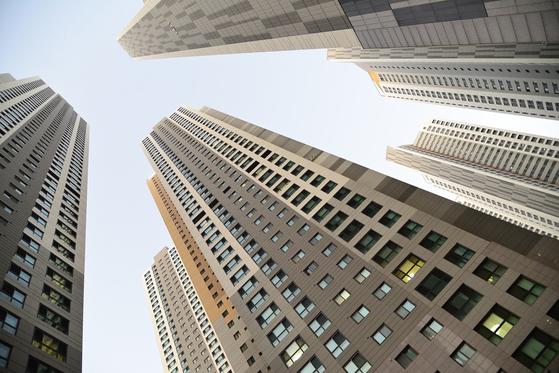 타워형 아파트는 그 모습이 세워놓은 옥수수 자루를 연상시킨다. [사진 pixabay]