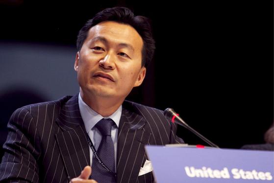 조 바이든 미국 대통령이 국무부 국제안보·비확산 담당 차관보에 한국계인 C. S. 엘리엇 강(한국명 강주순·59)을 지명할 계획이라고 백악관이 12일(현지시간) 밝혔다. 지난 2009년 네덜란드 헤이그에서 열린 세계핵테러방지구상(GICNT) 총회에 참석한 엘리엇 강 [연합뉴스]
