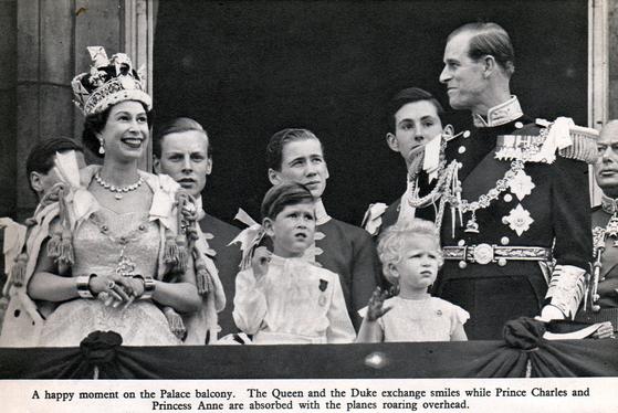 엘리자베스 2세 여왕의 대관식 당시 모습. 필립 공은 행사를 TV로 생중계하는 것을 제안했다. AP=연합뉴스