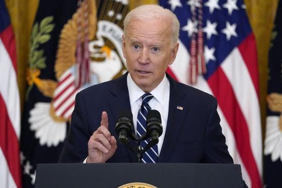 조 바이든 미국 대통령이 3월 25일(현지 시각) 백악관에서 기자회견을 하는 모습. [AP=연합뉴스]