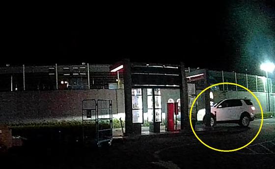 지난 6일 새벽 대전시 유성구의 한 건물로 술을 마신 50대가 흰색 SUV 차량을 몰고 진입하고 있다. 신고를 받고 출동한 경찰은 도심 추격전을 벌여 운전자를 검거했다. [사진 대전경찰청]