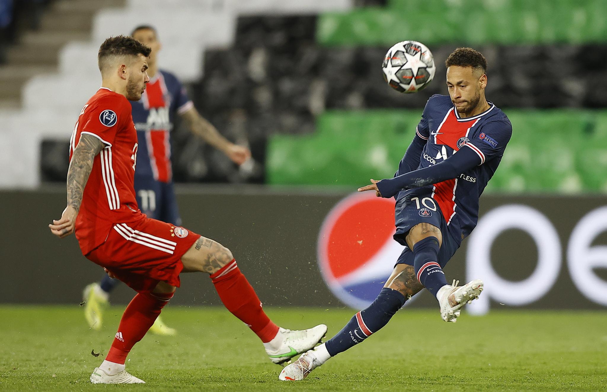 PSG의 유럽 챔피언스리그 4강행을 이끈 네이마르(오른쪽). [EPA=연합뉴스]
