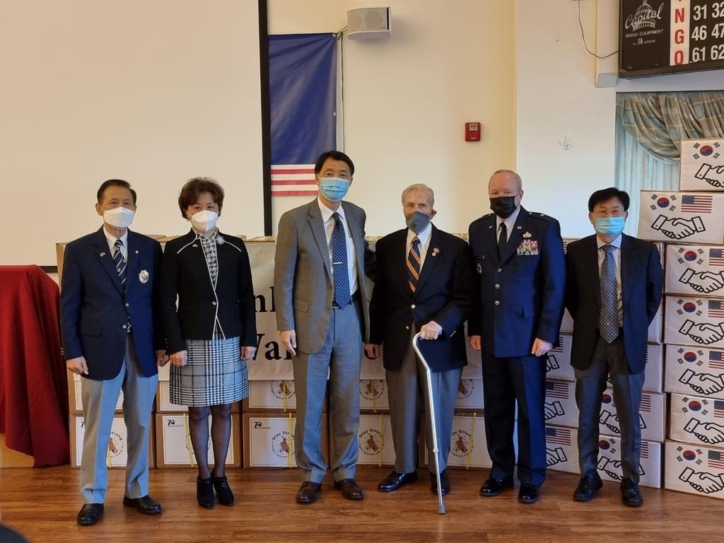 장원삼 주뉴욕 총영사, 펜실베이니아주 국방보훈처에 마스크와 손세정제 기증. 사진 뉴욕총영사관