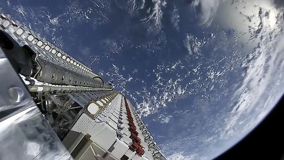 지구 550㎞ 상공 궤도를 도는 스페이스X의 '스타링크' 위성. UPI=연합뉴스