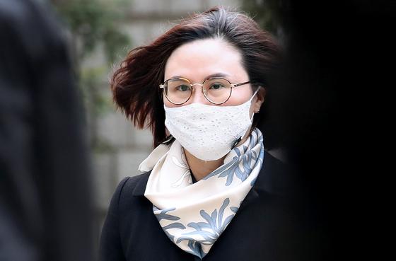 지난해 12월 23일 서울 서초구 서울지방법원에서 열린 1심 선고 공판에 출석한 정경심 교수. 우상조 기자